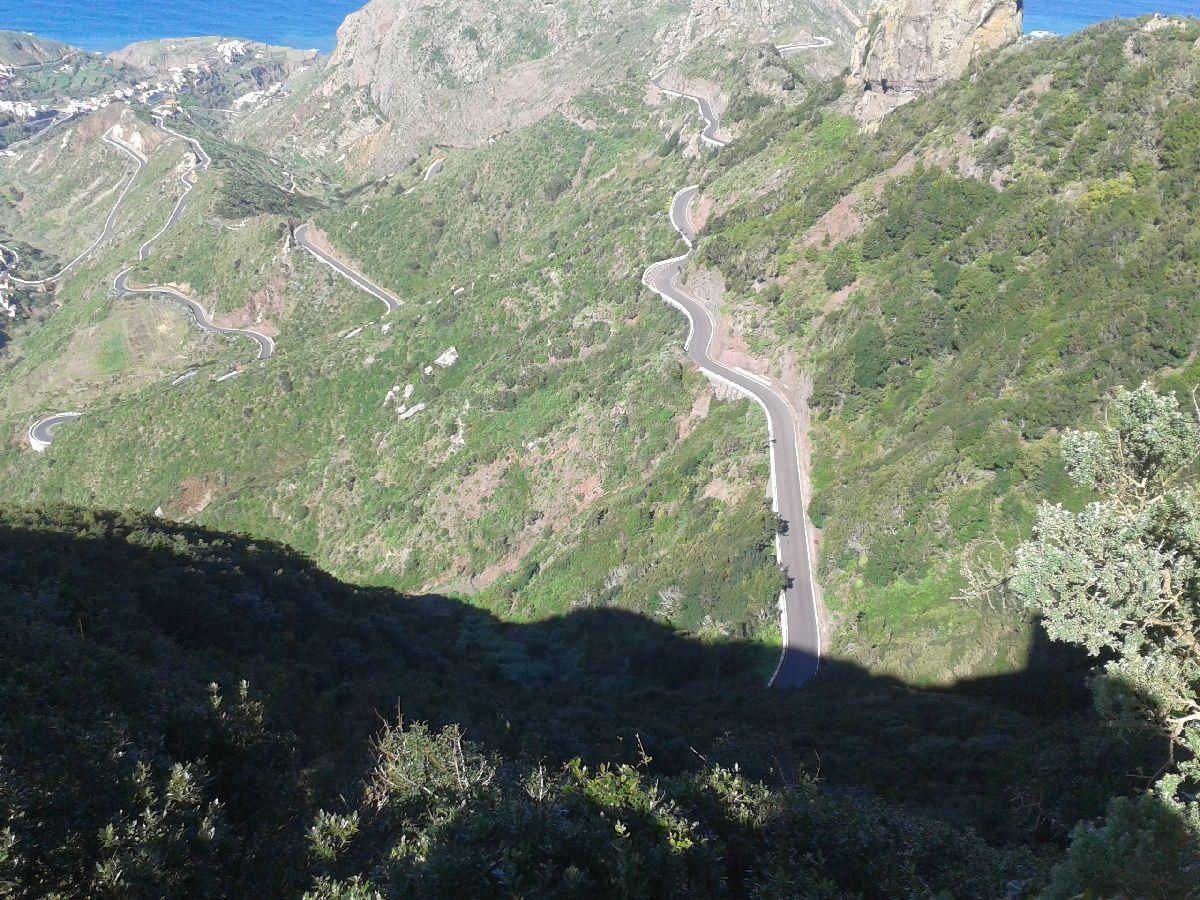 Anaga (ESP) - Widok z wys.ok 800 m na północną stronę wyspy