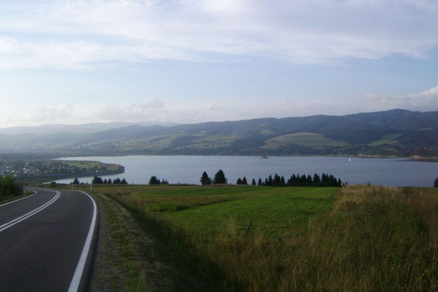 Falsztyn - Widok z podjazdu na jezioro.