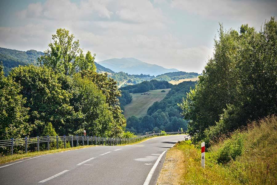 Przełęcz Wyżna - Widok na drogę